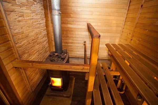 Дровяная баня — особенности и преимущества
